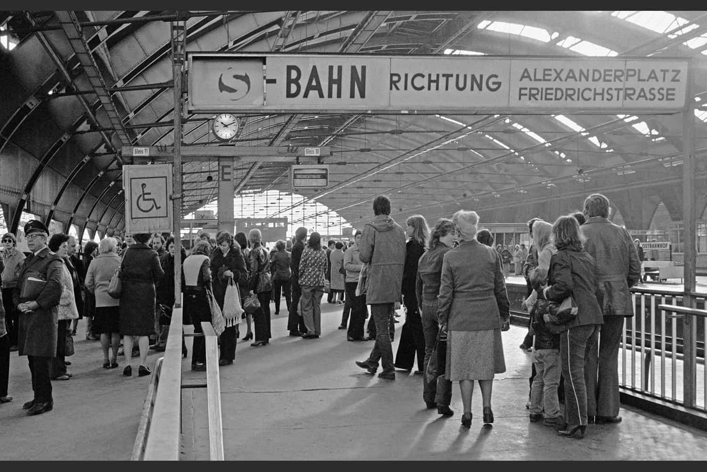 GARE DE TRAIN DE BANLIEUE BERLINOIS