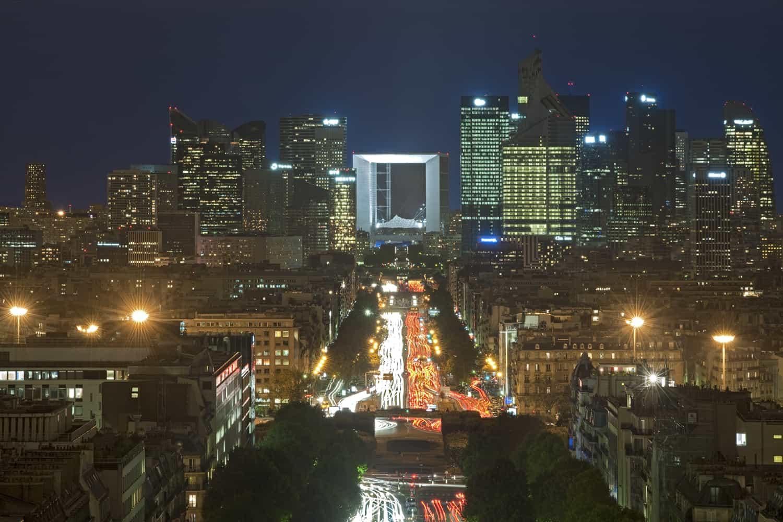 Vue sur la Défense depuis l'Arc de Triomphe de Paris